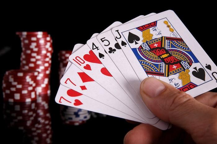 Trik Membaca Kartu Poker Online yang Akan Keluar